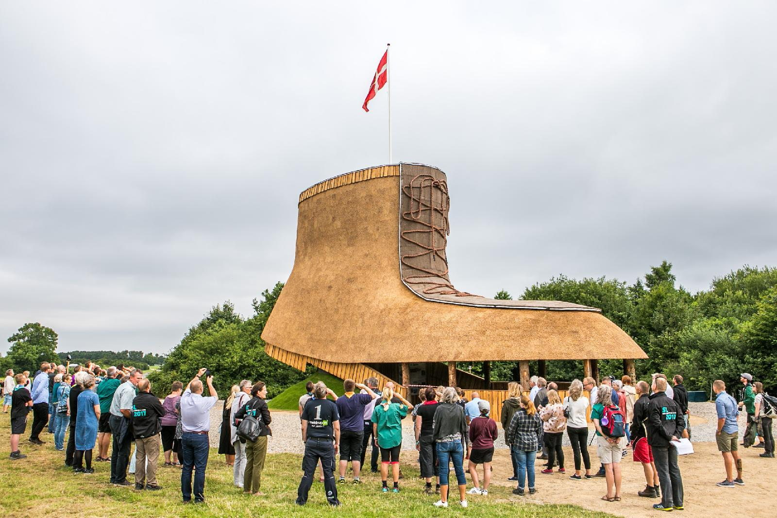 Many people attended the opening ceremony of Støvlen, the jamboree's landmark. The landmark is build by volunteers from Solaris, a scout and guide group.