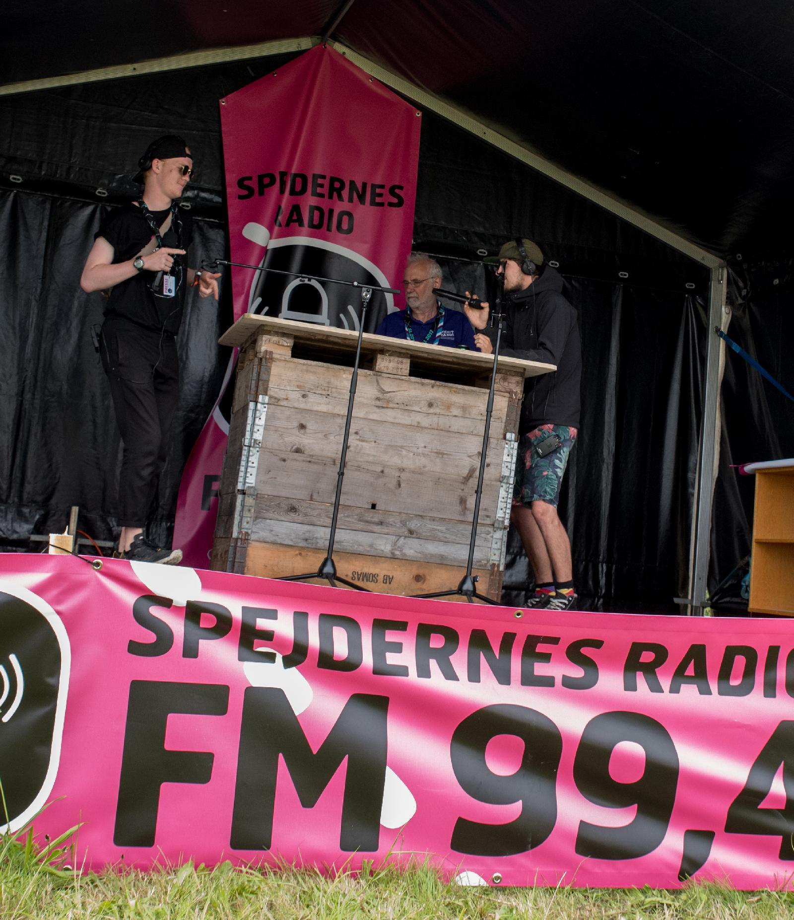 Thedor D. Kirk from Gentofte, Steffan Nielsen from Vejle and Roger Thorne from Glostershire, are on the radio scene sending 'Spejdernes Radio'.